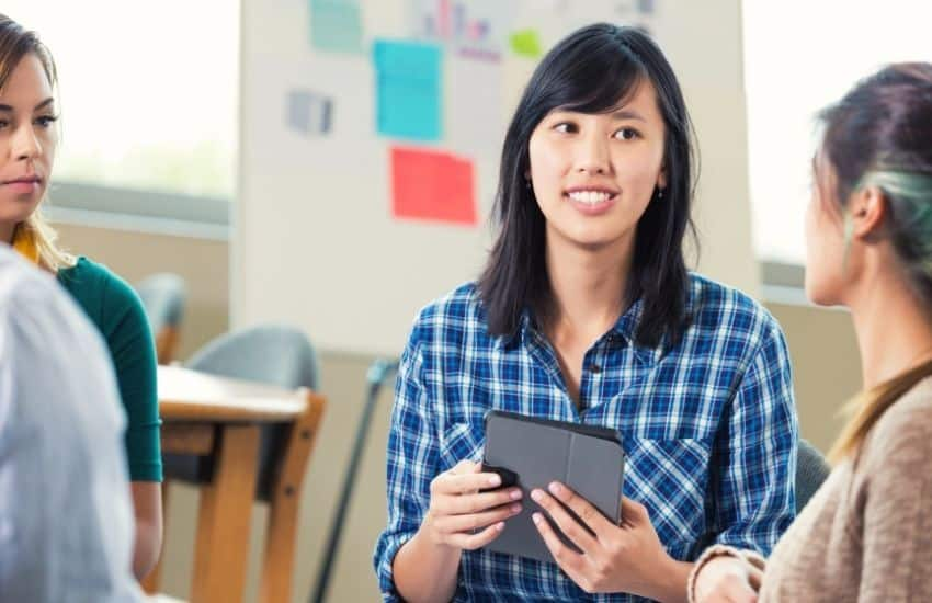 How to become an entrepreneur in college