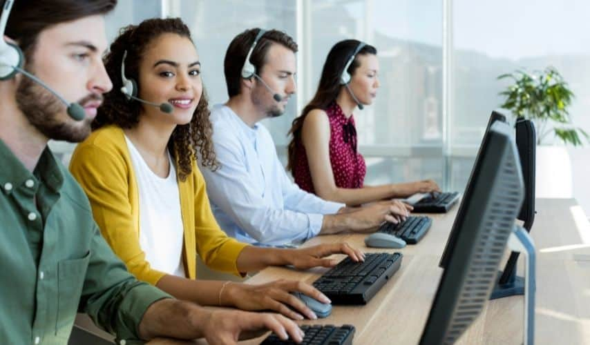 how do successful startups outsource customer service