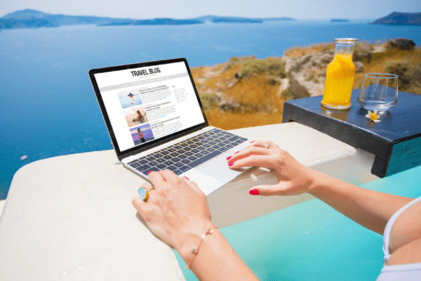 can you make money travel blogging